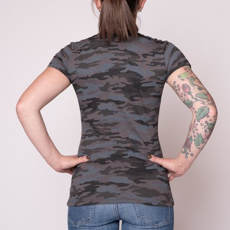 Alpha Industries Basic T-Shirt Frauen (Schwarz-Camo)